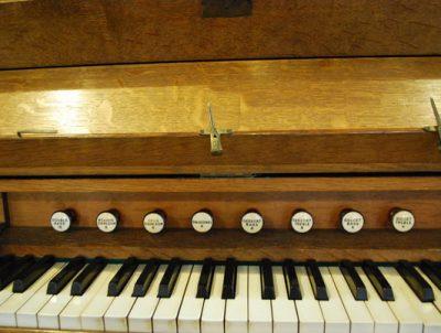 Organ keyboard image
